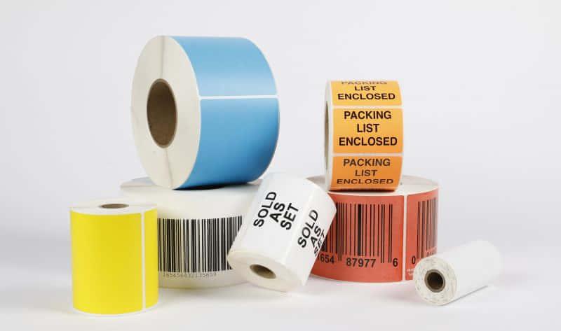 彩色和白色热敏标签为空白或在其上打印有条形码