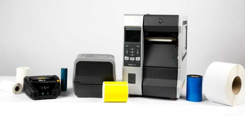 工业,台式机和移动打印机均装有热敏标签和色带